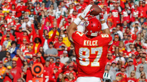 Kansas City Chiefs tight end Travis Kelce (87) catches a touchdown pass in the first half of an NFL football game against the New York Jets in Kansas City, Mo., Sunday, Nov. 2, 2014. (AP Photo/Colin E. Braley)