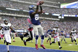 epa03899865 New York Giants wide receiver Rueben Randle (C) makes a catch in the end zone for a touch down against the Philadelphia Eagles in the third quarter during their NFL American football game at MetLife Stadium in East Rutherford, New Jersey, USA, 06 October 2013. EPA/JASON SZENES
